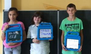 Ich bin ich – und wer bist du? Die neuen Schüler der Kettelerschule lernen einander auch mittels moderner Technik kennen.